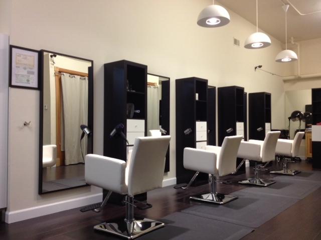 Modern family hair salon for Salon design moderne